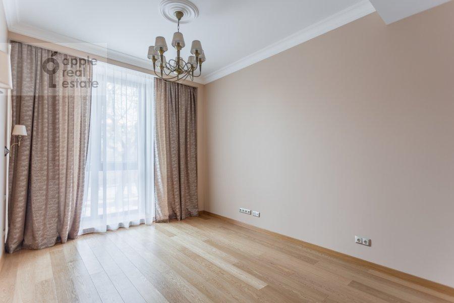 Детская комната / Кабинет в 5-комнатной квартире по адресу Хилков переулок 5