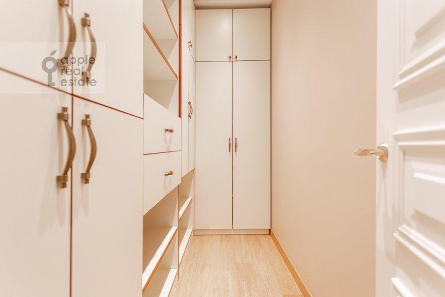 Walk-in closet / Laundry room / Storage room of the 5-room apartment at Khilkov pereulok 5