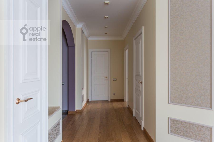 Corridor of the 5-room apartment at Khilkov pereulok 5