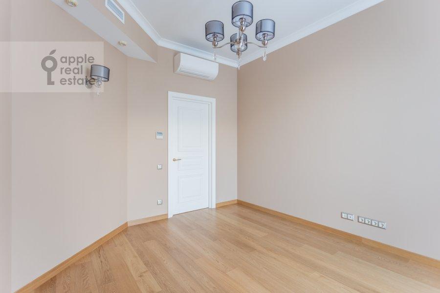 Children's room / Cabinet of the 5-room apartment at Khilkov pereulok 5