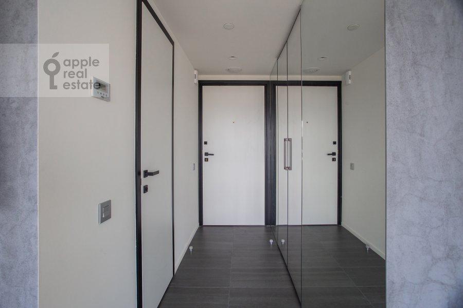 Corridor of the 3-room apartment at Novyy Arbat 15
