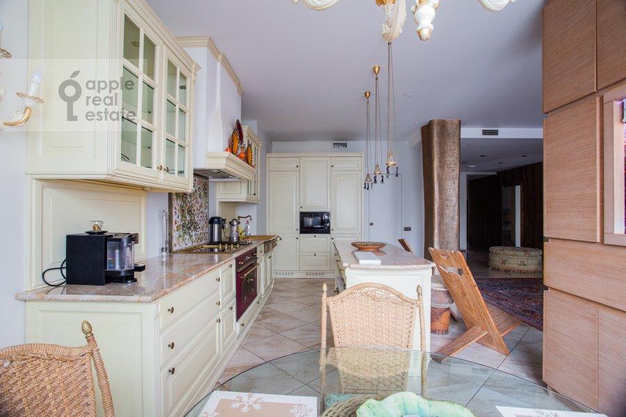 Кухня в 4-комнатной квартире по адресу Береговая улица 8К3