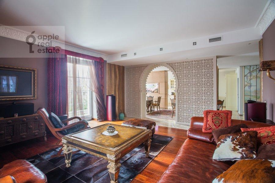 Гостиная в 4-комнатной квартире по адресу Береговая улица 8К3