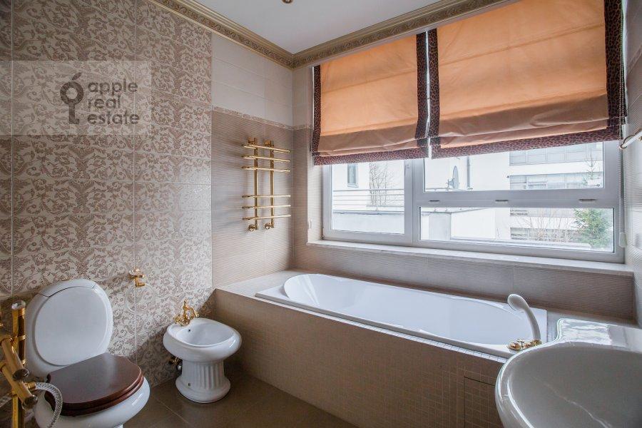 Санузел в 4-комнатной квартире по адресу Островной проезд 5К1