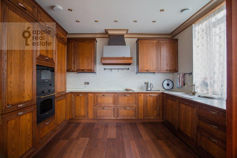 Кухня в 4-комнатной квартире по адресу Островной проезд 5К1