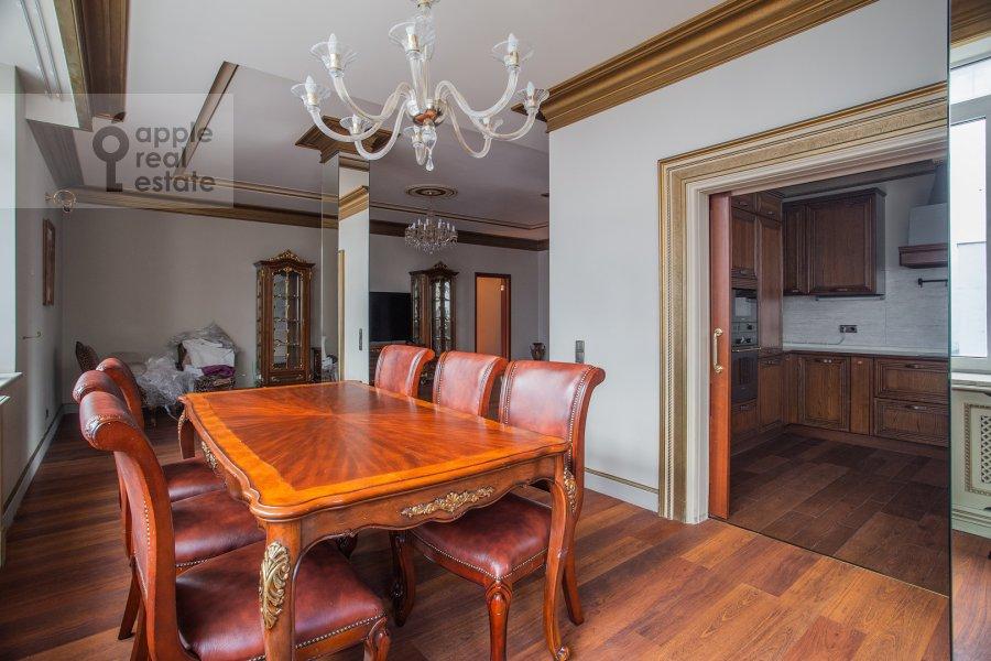 Гостиная в 4-комнатной квартире по адресу Островной проезд 5К1