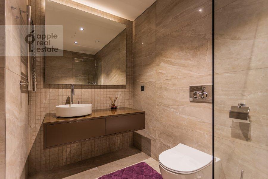 Bathroom of the 3-room apartment at Bumazhnyy proezd 4
