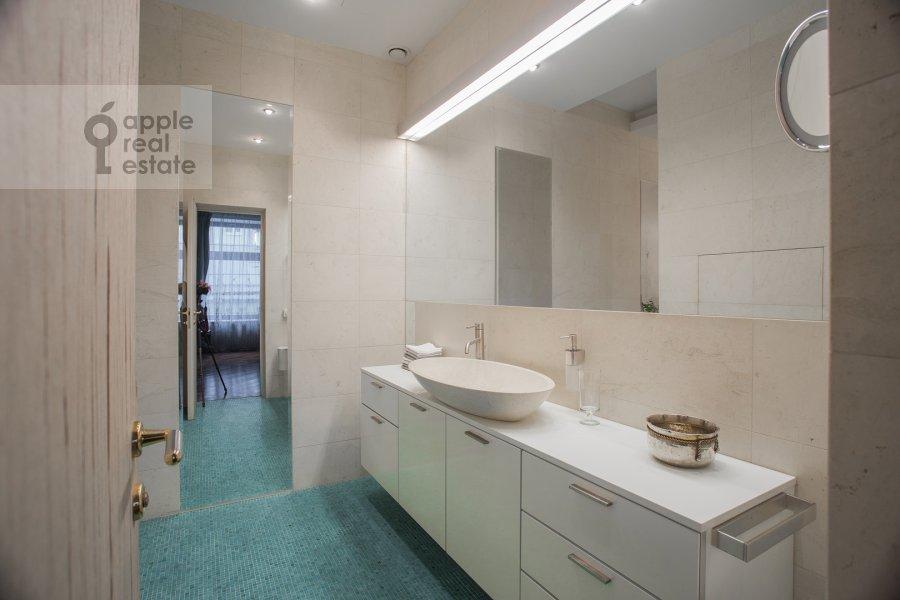 Санузел в 4-комнатной квартире по адресу Поварская улица 28с2
