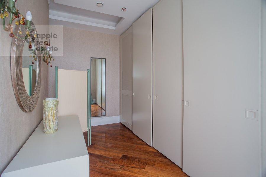 Гардеробная комната / Постирочная комната / Кладовая комната в 4-комнатной квартире по адресу Поварская улица 28с2