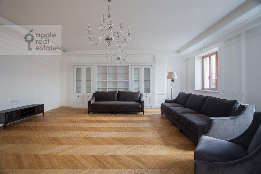 Гостиная в 4-комнатной квартире по адресу Леонтьевский переулок 2Ас1