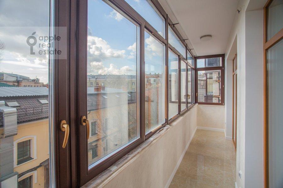 Балкон / Терраса / Лоджия в 4-комнатной квартире по адресу Леонтьевский переулок 2Ас1