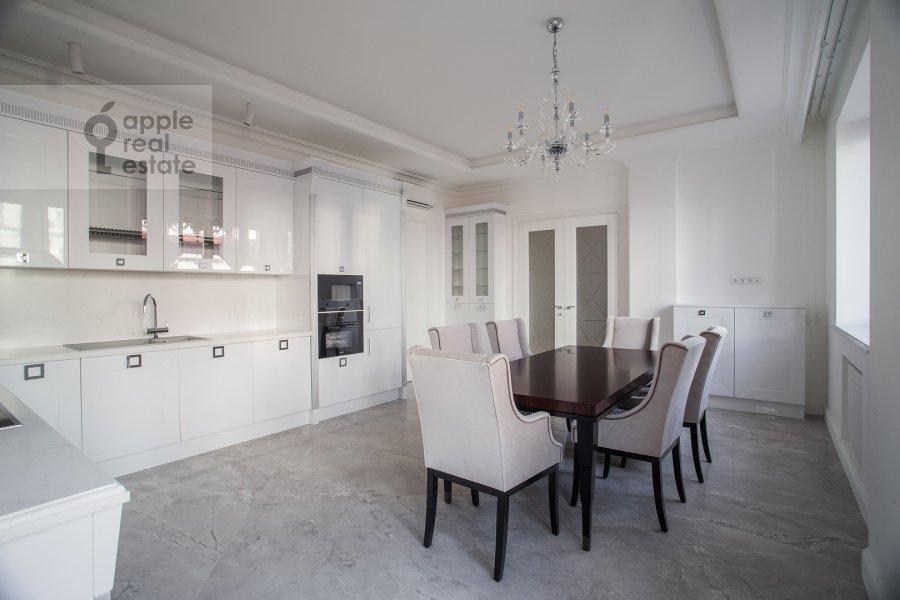 Кухня в 4-комнатной квартире по адресу Леонтьевский переулок 2Ас1