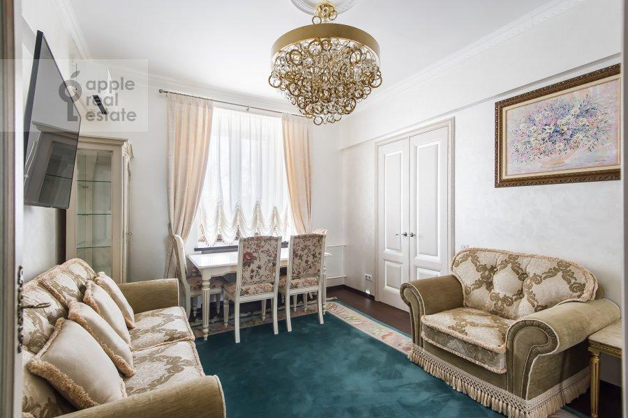 Living room of the 2-room apartment at ulitsa Gospital'nyy Val 5K18
