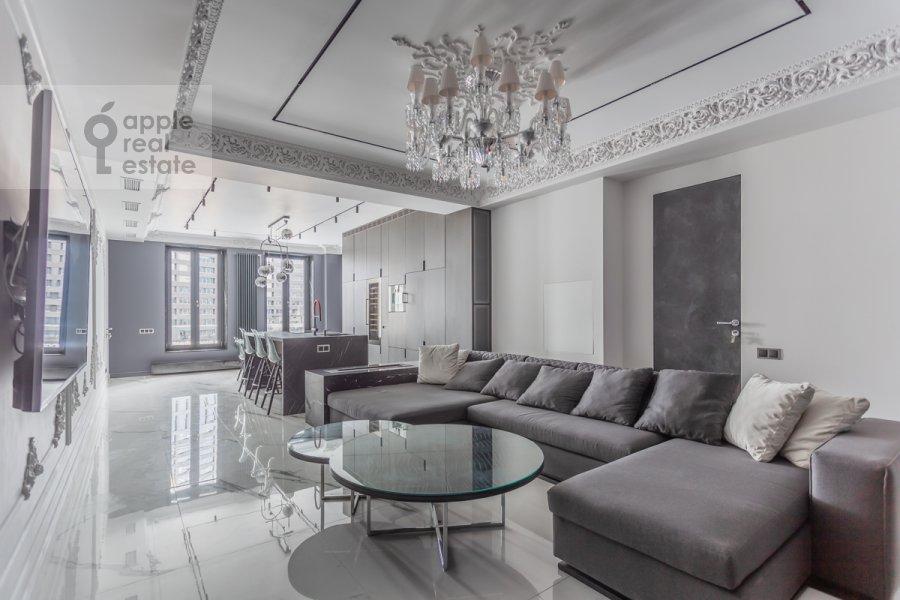 Living room of the 4-room apartment at Trubnikovskiy pereulok 11