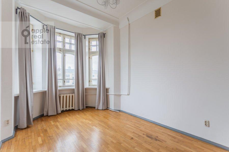 Гостиная в 5-комнатной квартире по адресу Колокольников переулок 10
