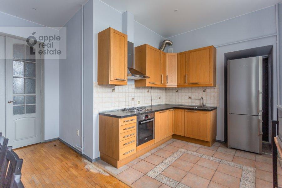 Кухня в 5-комнатной квартире по адресу Колокольников переулок 10