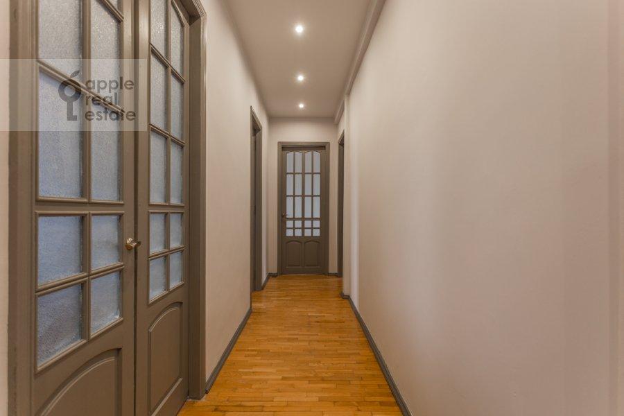 Коридор в 5-комнатной квартире по адресу Колокольников переулок 10