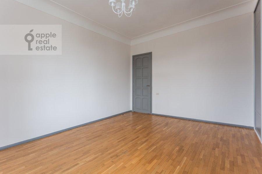 Спальня в 5-комнатной квартире по адресу Колокольников переулок 10