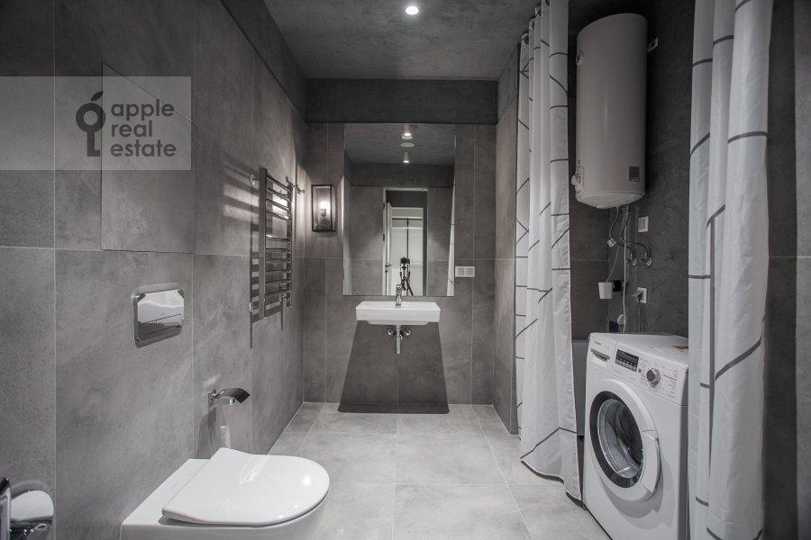 Bathroom of the 2-room apartment at 1-y Krasnogvardeyskiy proezd 15