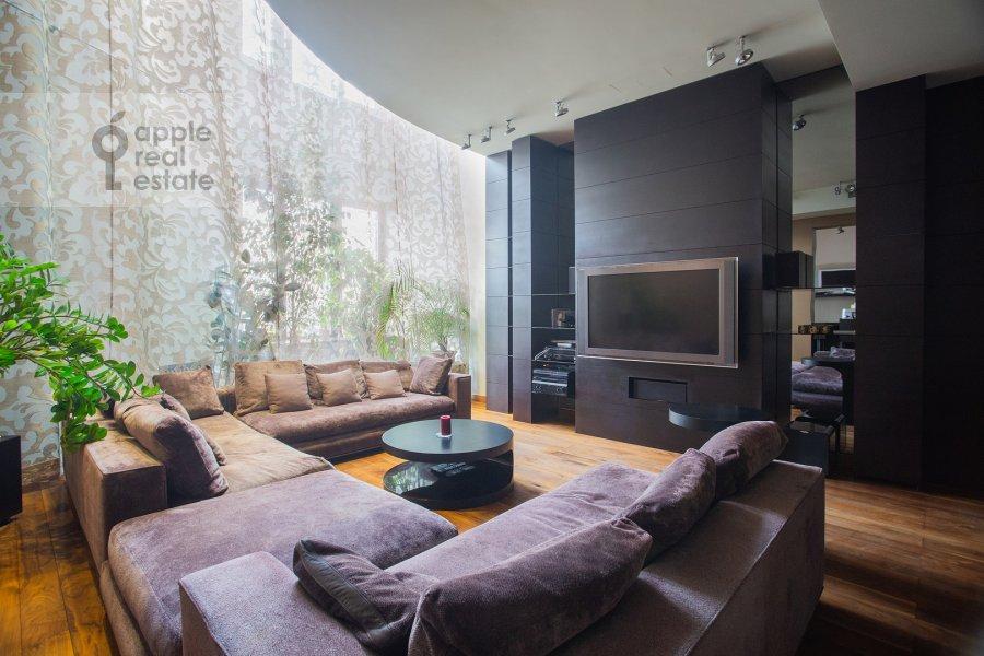 Living room of the 6-room apartment at Leninskiy prospekt 106K1