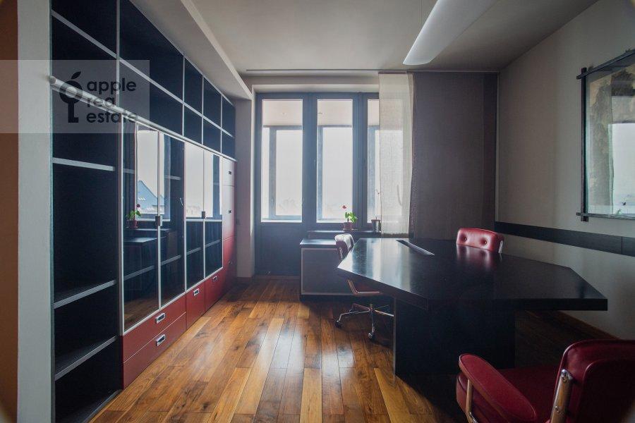 Children's room / Cabinet of the 6-room apartment at Leninskiy prospekt 106K1