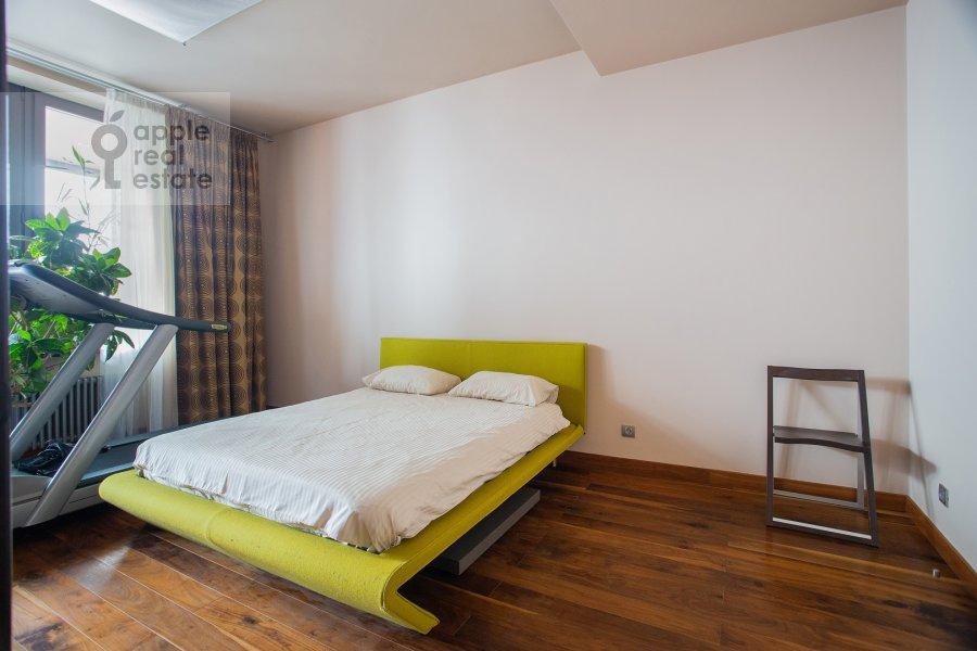 Bedroom of the 6-room apartment at Leninskiy prospekt 106K1