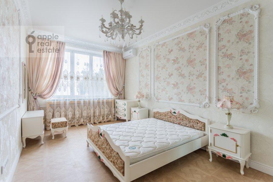 Bedroom of the 3-room apartment at Troitskaya ulitsa 9k1