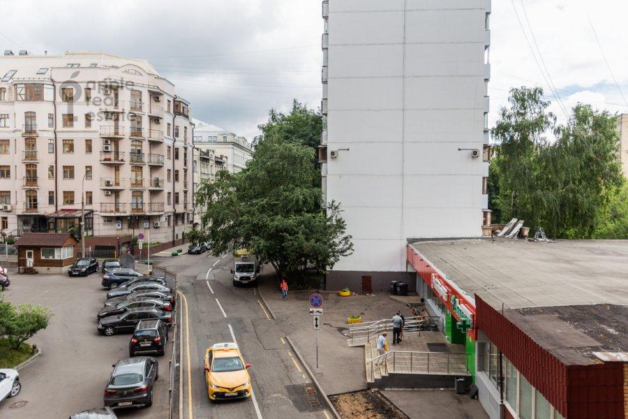 View from the window of the 3-room apartment at Troitskaya ulitsa 9k1