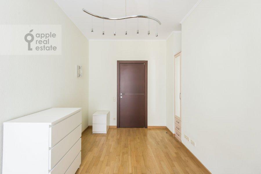 Children's room / Cabinet of the 3-room apartment at Mashkova ulitsa 1