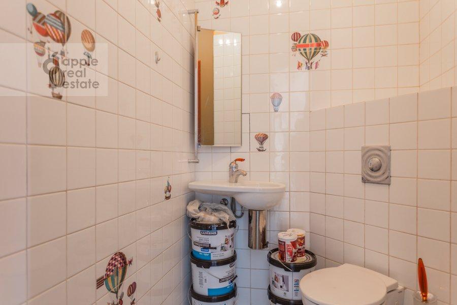 Санузел в 4-комнатной квартире по адресу Зоологическая улица 30С2