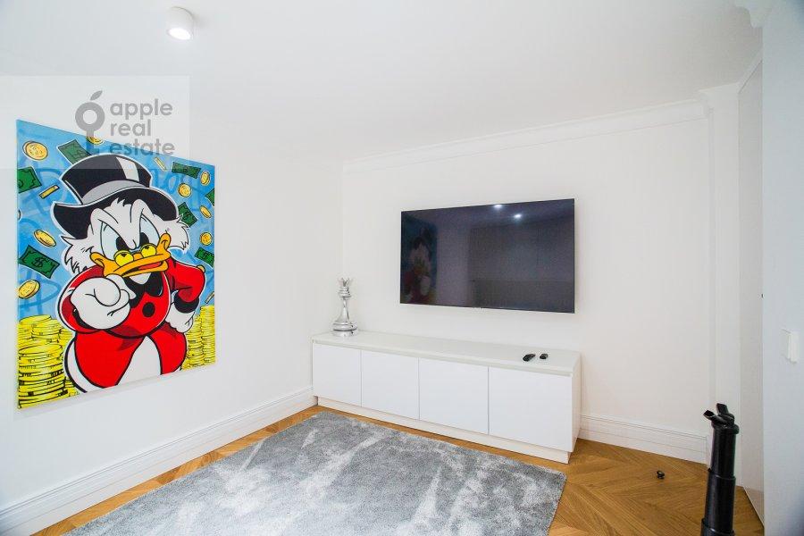 Children's room / Cabinet of the 6-room apartment at Usacheva ulitsa 11k