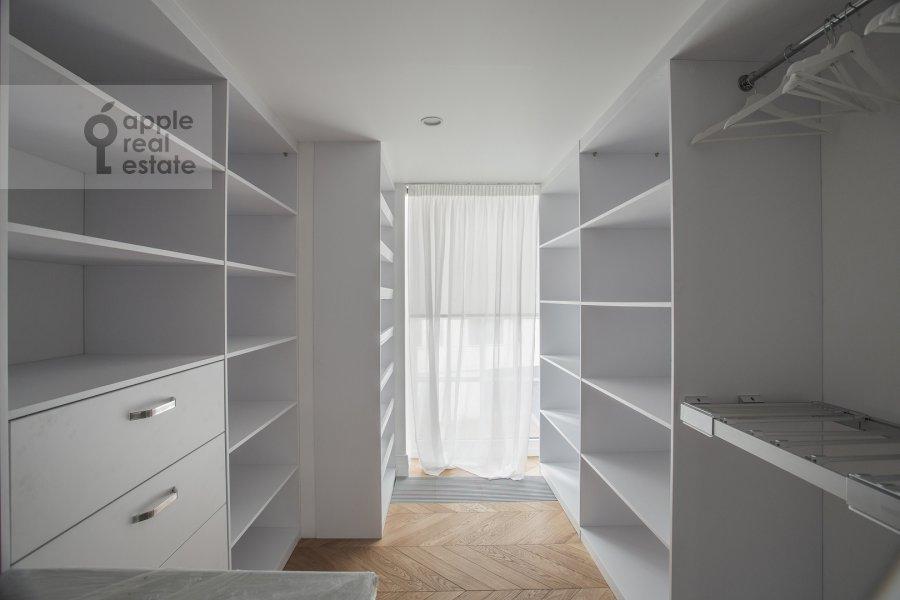 Walk-in closet / Laundry room / Storage room of the 6-room apartment at Usacheva ulitsa 11k