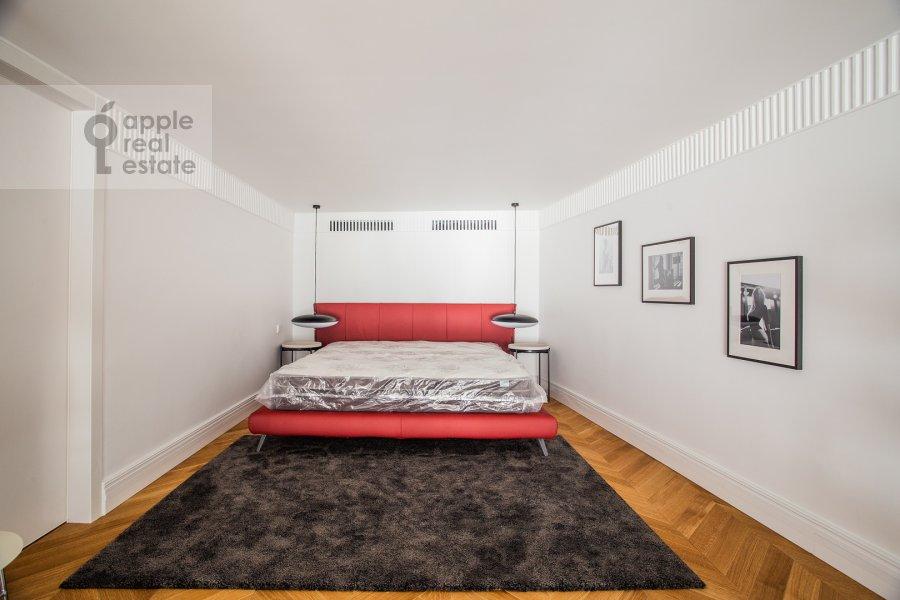 Bedroom of the 6-room apartment at Usacheva ulitsa 11k