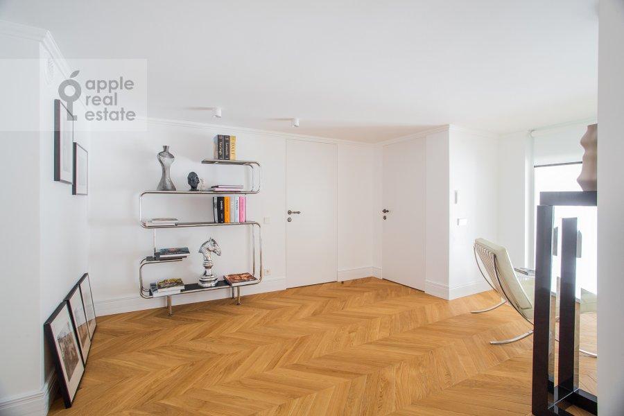 Corridor of the 6-room apartment at Usacheva ulitsa 11k