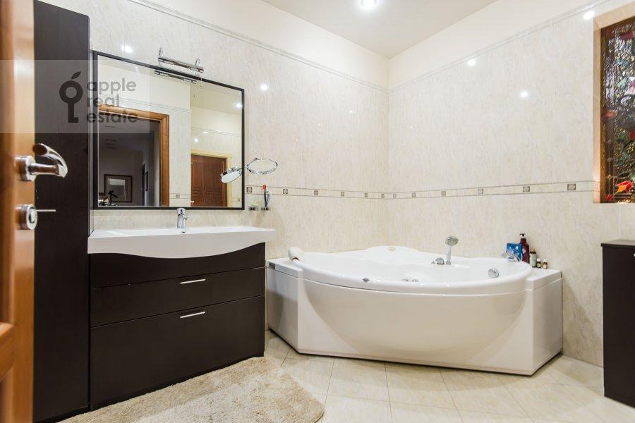 Bathroom of the 4-room apartment at Vorontsovskie Prudy 3