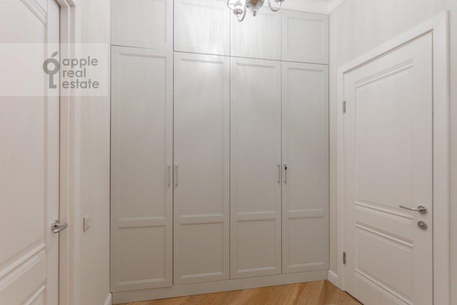 Corridor of the 3-room apartment at prospekt Mira 102s12