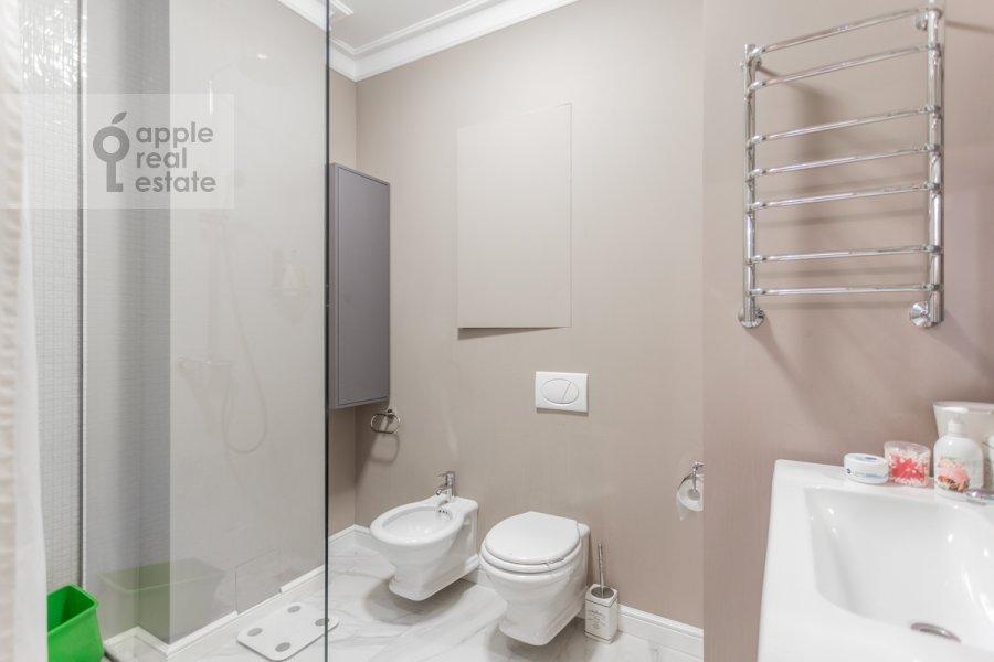 Санузел в 3-комнатной квартире по адресу проспект Мира 102с12