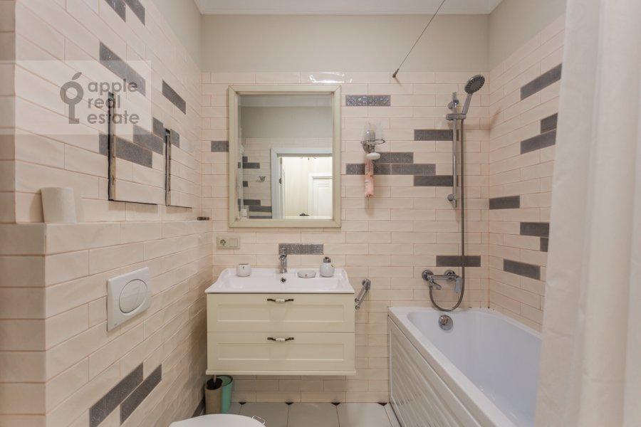 Bathroom of the 3-room apartment at prospekt Mira 102s12