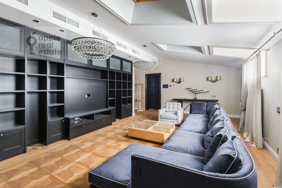 Living room of the 2-room apartment at Lavrushinskiy pereulok 11k1