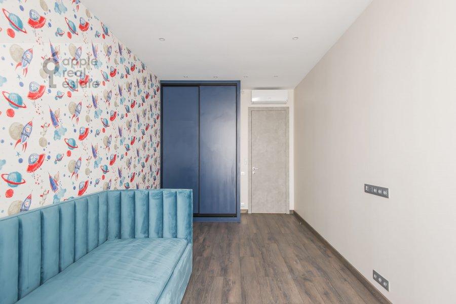 Children's room / Cabinet of the 4-room apartment at Paveletskaya naberezhnaya 6A