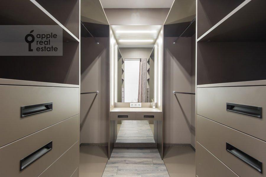 Walk-in closet / Laundry room / Storage room of the 4-room apartment at Paveletskaya naberezhnaya 6A