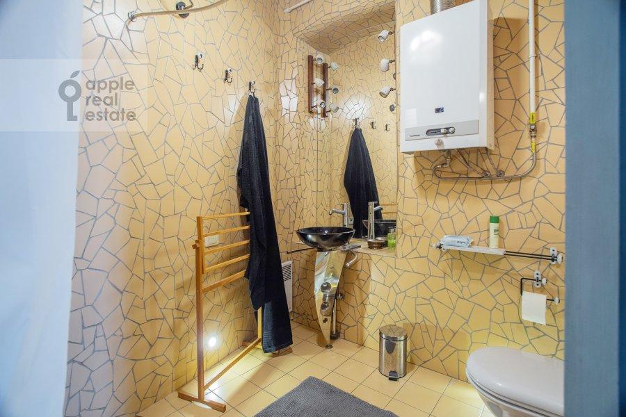 Санузел в 3-комнатной квартире по адресу Пятницкая улица 17/4С1