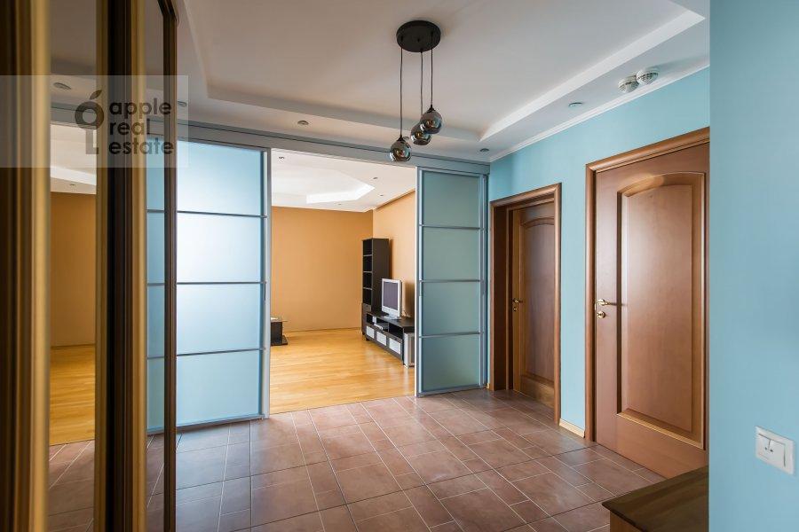 Corridor of the 3-room apartment at Udal'tsova 17k1
