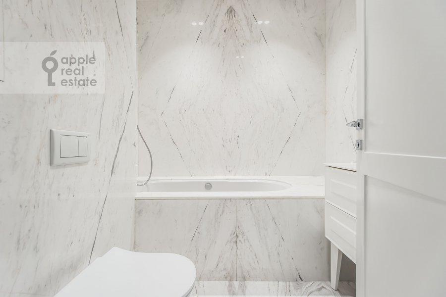 Bathroom of the 3-room apartment at Leningradskiy prospekt 35s2