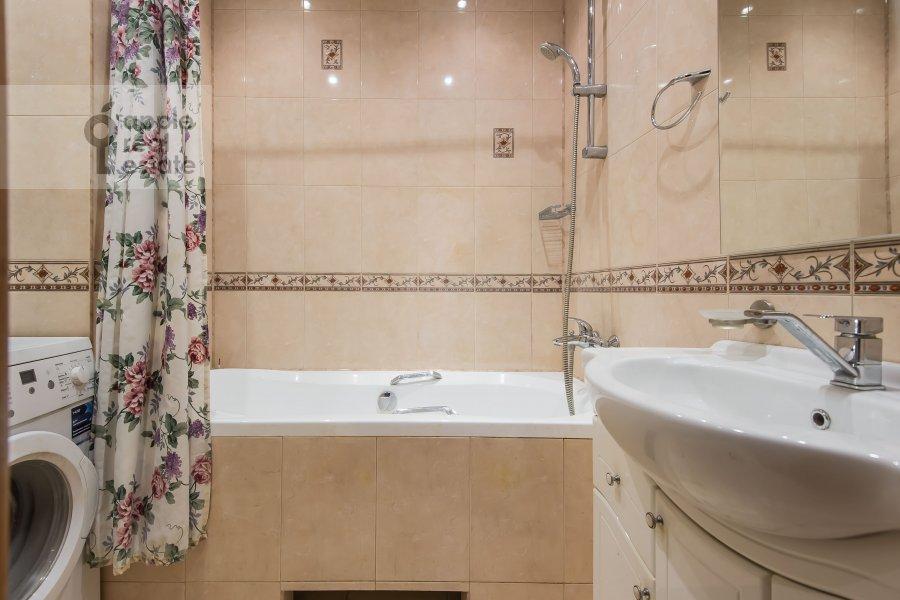 Bathroom of the 3-room apartment at Kazarmennyy pereulok 10S2