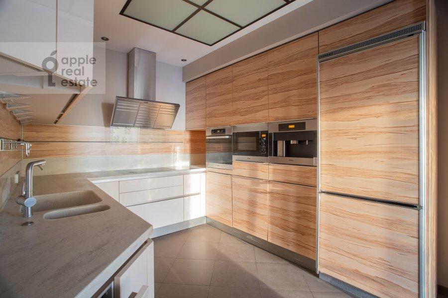 Кухня в 4-комнатной квартире по адресу Иваньковское шоссе 5