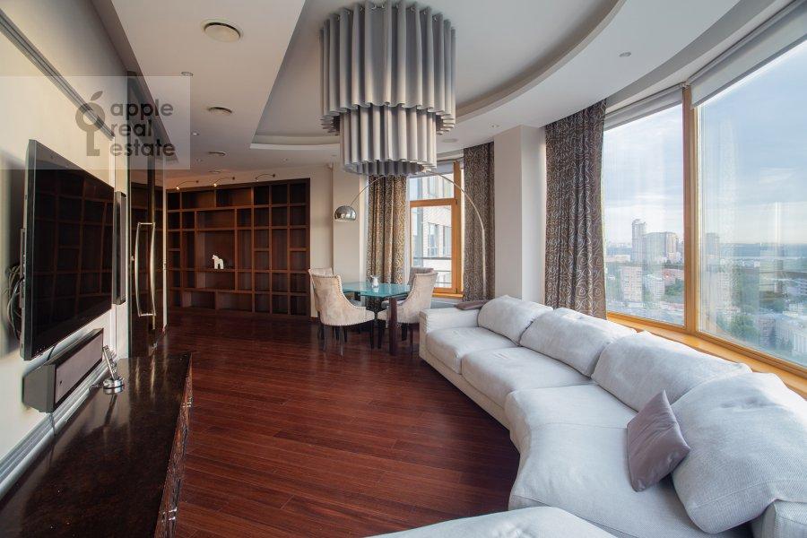 Гостиная в 4-комнатной квартире по адресу Иваньковское шоссе 5