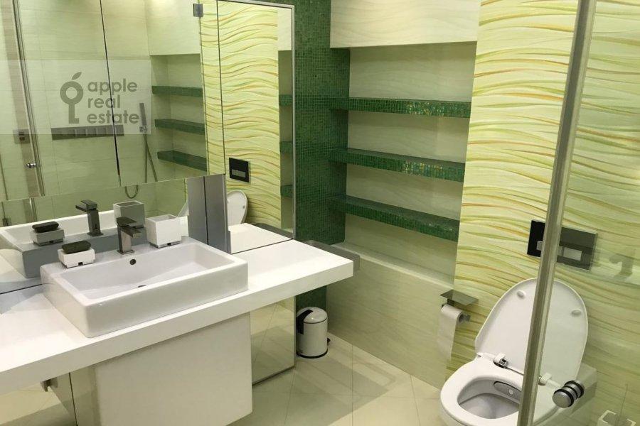 Bathroom of the 4-room apartment at Ivan'kovskoe shosse 5