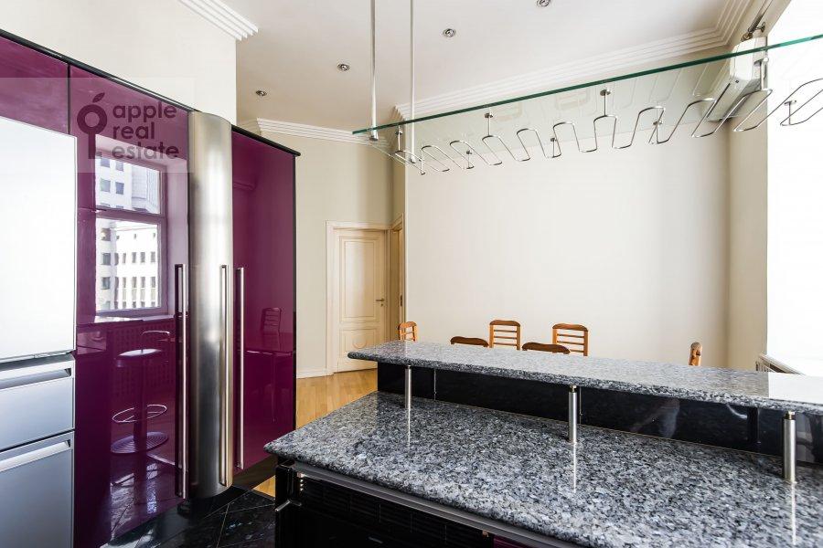 Кухня в 5-комнатной квартире по адресу Малая Молчановка 8с2