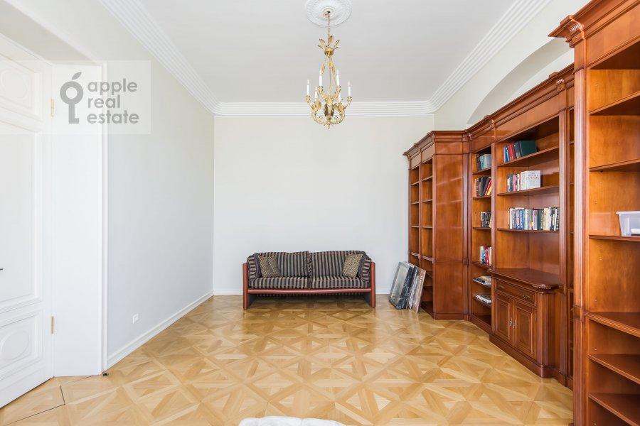 Детская комната / Кабинет в 5-комнатной квартире по адресу Малая Молчановка 8с2